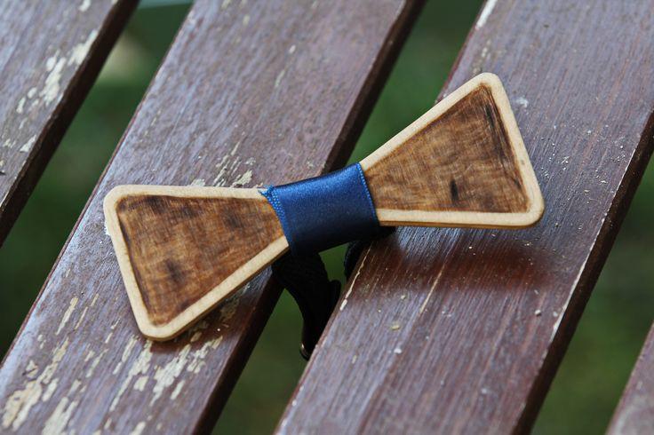 Wooden bow tie with pyrography. Ξύλινα παπιγιόν με πυρογραφία