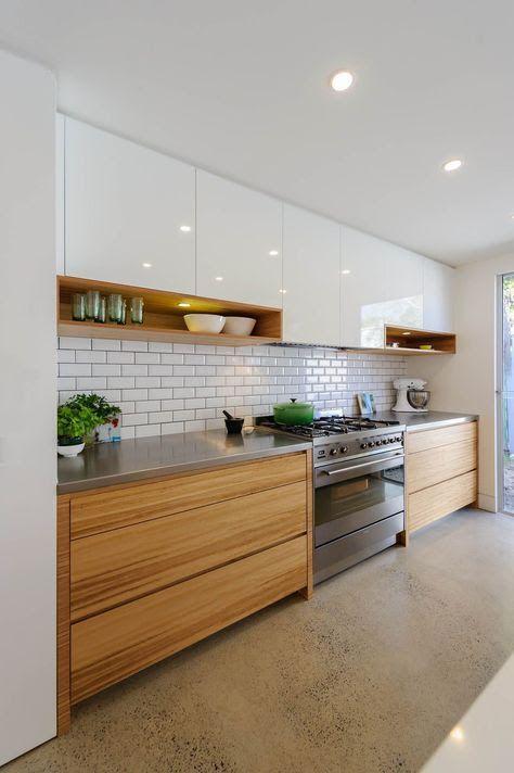 Weißes glänzendes Obermaterial und Holz senkt sich. Schubladen sind zu breit. Wäre in