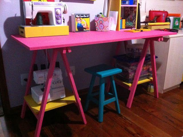 Estava precisando urgente de uma mesa legal pra fazer minhas artes, procurei mesa em loja de móveis usados e blá blá, mas nenhuma me animou...