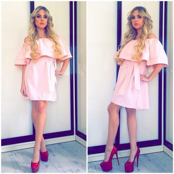 изумительное платье персикового цвета с воланом на плечах лето 2016