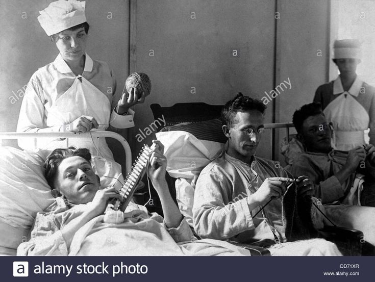 Wounded American Veterans of World War I. Nurses are assisting bed-ridden wounded in knitting. Walter Reed Hospital, Washington, D.C.
