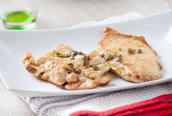 Escalopes de poulet au jus de citron, persil et câpres. On appelle « piccata » une façon typiquement italienne d'apprêter des escalopes de veau ou de poulet, qui sont sautées rapidement puis servies avec une sauce au citron et persil.