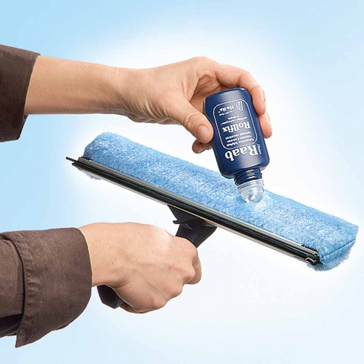 Wet the HaRa® Window Cleaner and apply 2 or 3 drops of