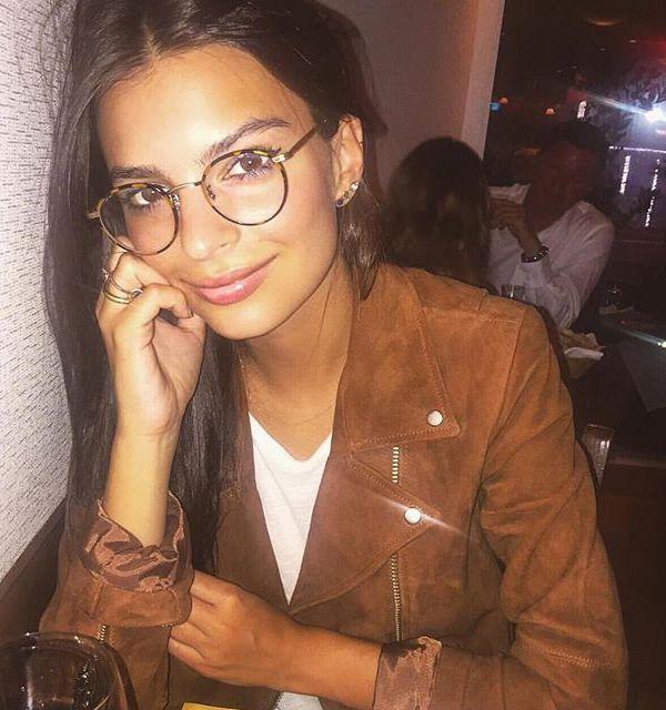 emily ratajkowski óculos de grau