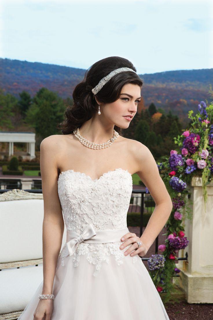 Biele korzetové svadobné šaty