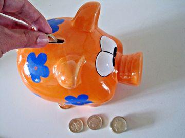 Si todos ahorramos y no gastamos en salir a cenar, algunas compras, la economía no se moverá y será imposible salir de la crisis