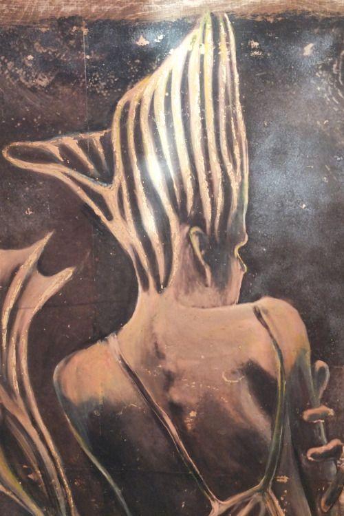 Bestia 1, 2016, technika własna na sklejce drewnianej, złocenie, 60x80 cm