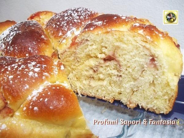 Pan brioche soffice con marmellata di ciliegie,una squisitezza infinita ma non è indicato solo per la colazione si trasforma anche in una sotanziosa merenda