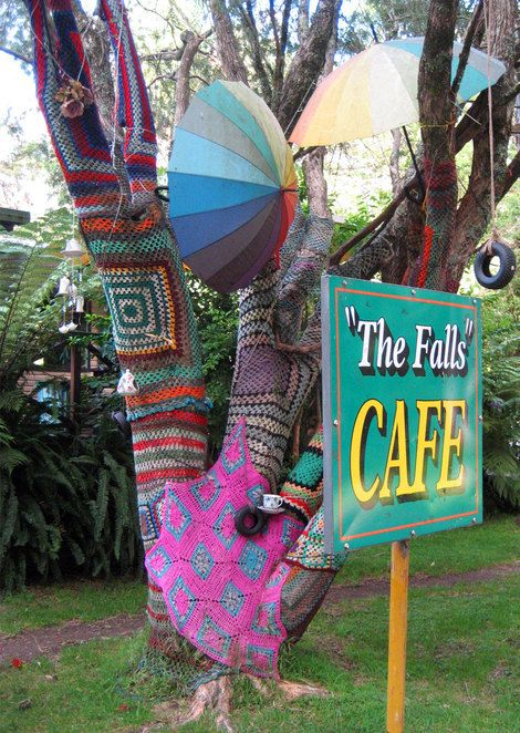 A good place to eat is the The Falls Cafe at Queen Mary Falls
