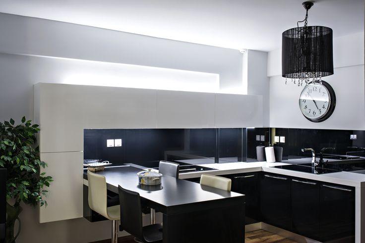 Ανακαίνιση κατοικίας στο Παλαιό Φάληρο.Άποψη της κουζίνας.