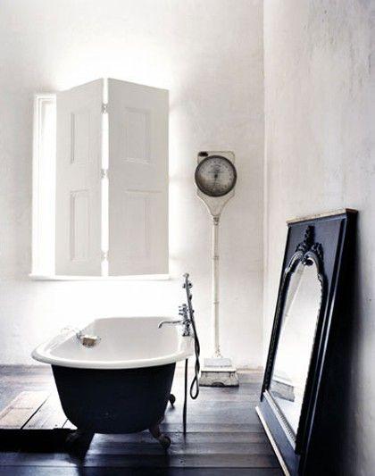 Crisp bathroom bathtub
