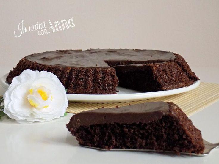 Oggi vi presento una crostata morbida cioccolatosa molto buona e golosa,perfetta…