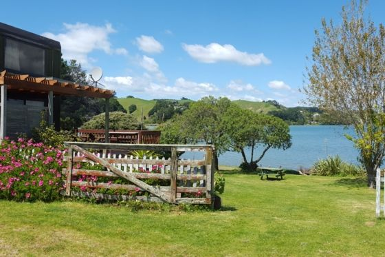 The Gem in Ohiwa within t-Ohiwa Harbour-Bach or holiday home