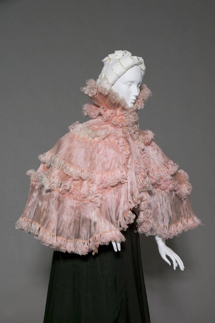Feather and silk chiffon cape, Robina (Paris), c. 1900.