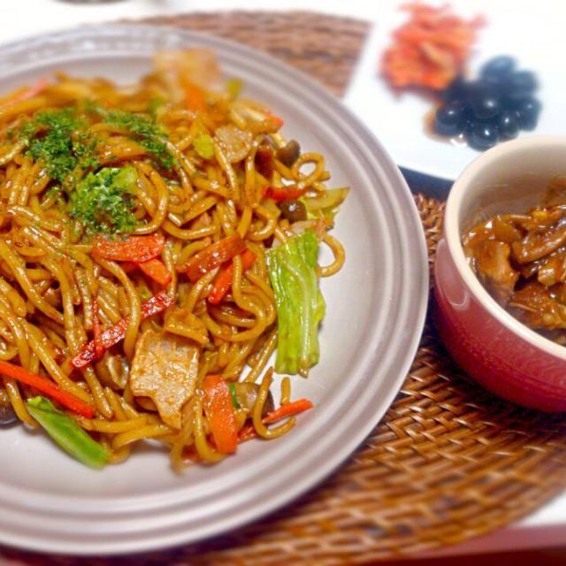 今晩は手抜き~ - 6件のもぐもぐ - やきそば 黒豆キムチ 鶏肉ワイン煮(残り物) by nyaromechan