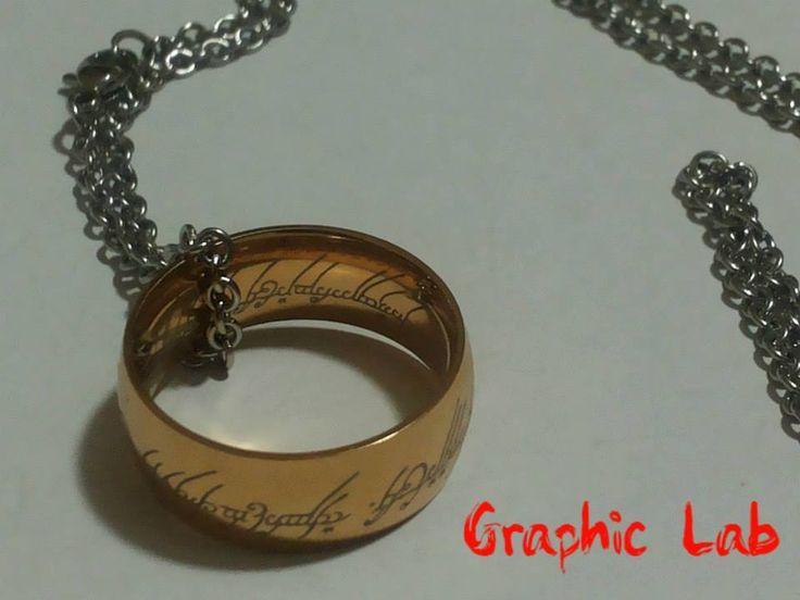 Collana L'unico anello in oro con incisioni argentate e catenina in argento.