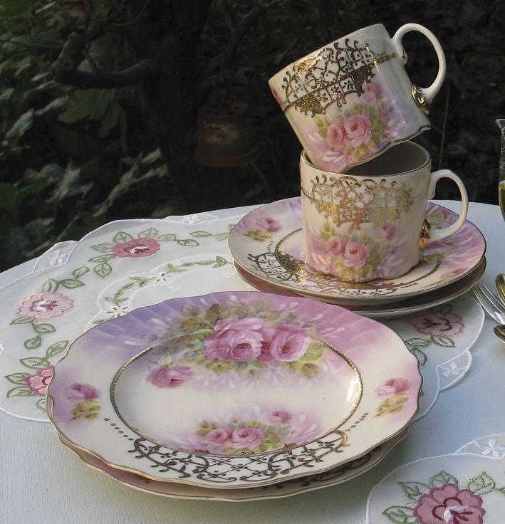 Sieht aus wie antik, ist aber modernes Porzellan im Nostalgie-Look.