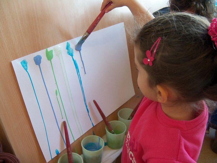 Cette semaine, les petits ont commencé à travailler les lignes verticales en graphisme, , ont fait un coloriage de Noël, le bonhomme de novembre et ont peint des rouleaux pour le calendrier de l'avent. Les moyens ont travaillé les ronds concentriques,...