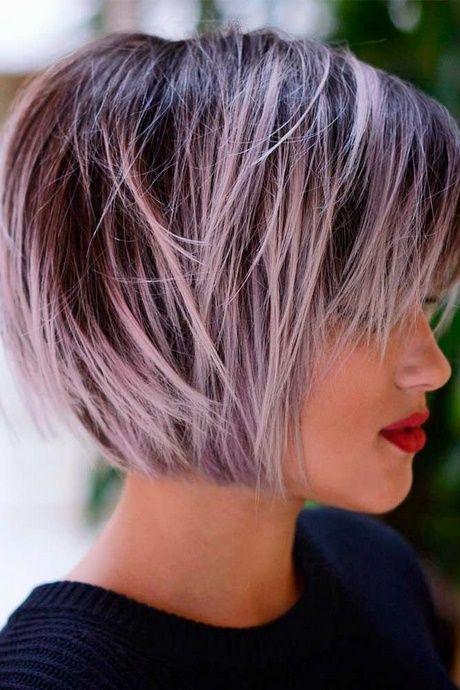 Bilder der kurzen Haarschnitte der Frauen
