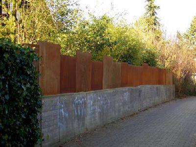 Zaun und Sichtschutz aus rostigem Stahl fences Zäune