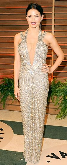 Jenna Dewan-Tatum wears a metallic embroidered gown with sandals by Stuart Weitzman at the 2014 Vanity Fair Oscar Party