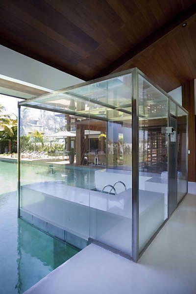 """Praticidade e conforto foram as """"palavras de ordem"""" para esta casa de veraneio localizada em plena cidade de Salvador (BA). O projeto é do arquiteto David Bastos."""