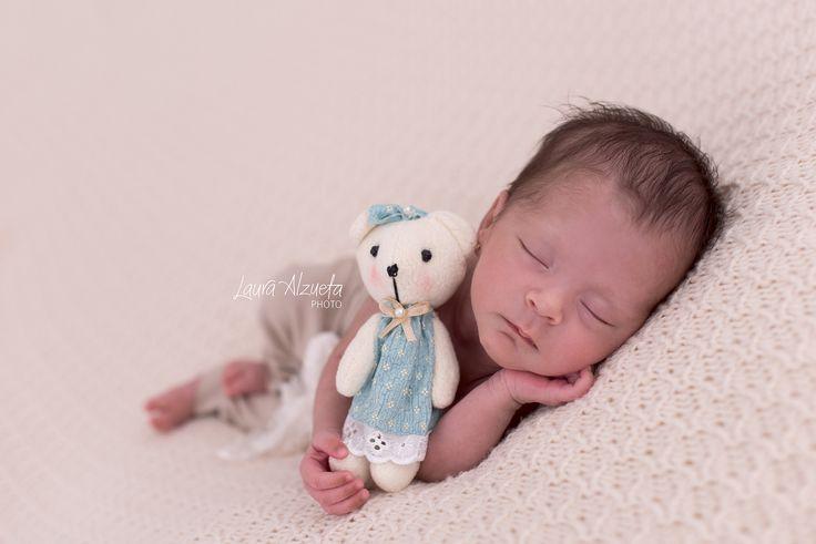 Manuela, 26 dias #newborntwins #gemeos #twin @lauraalzueta