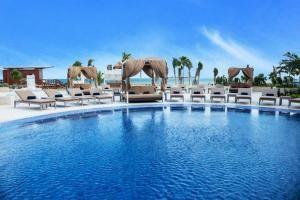 El Hideaway at Royalton Riviera Cancun es un complejo todo incluido exclusivo sólo para adultos, cuenta con pista de tenis, una discoteca... #Cancun #México #Hoteles
