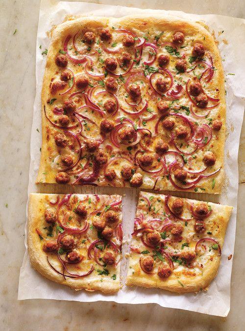 Pizza à la crème de parmesan et à la saucisse