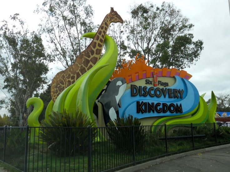 In Vallejo California Is Six Flags Discovery Kingdom This 18 Miles From Santiagos Dalis Gardens Mobilehome Park