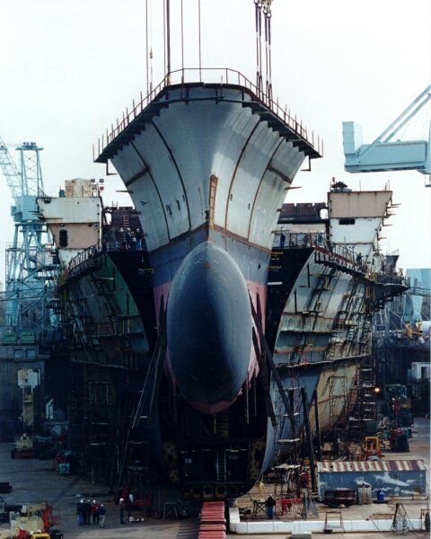 In March 2000 Newport News lowered the bow of the carrier Ronald Reagan (CVN-76) onto the ship. Ronald Reagan is the first Nimitz-Class carrier to have the new bulbous bow design, which outweighs bows erected on previous carriers by about 120 tons.