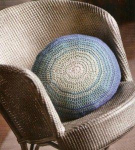 вязаная подушка крючком