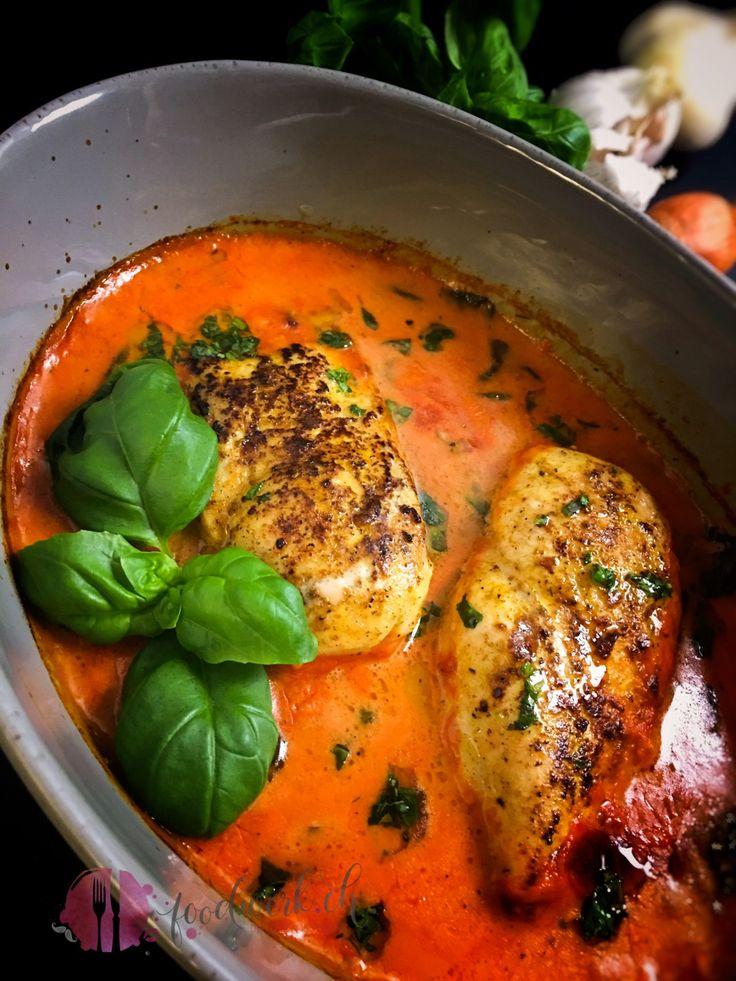 hähnchen, poulet, brust, tomaten, knoblauch, basilikum, chicken, breast, tomatoes, basil, garlic, familientauglich, familienrezept, familie, essen, rezept, idee, einfach kochen, einfaches rezept, rezepte, schweizer foodblogs, foodwerk.ch, foodwerk, foodblog, blog, food, kochen, backen, cook, bake, swiss, swiss foodblog, foodblogger, foodie, instafood