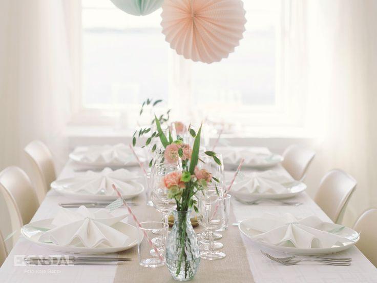 Ekensdal • Dukning • Vintage Bröllopsdukning med pasteller, pompoms, bakåtblickar och romantik.