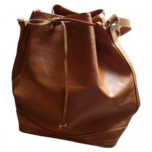 La borsa fu creata da Monsieur Gaston-Louis Vuitton in persona,  realizzata, sotto richiesta di un produttore,  per trasportare bottiglie di champagne.
