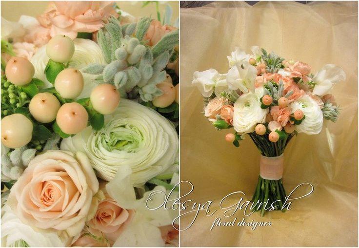 Олеся Гавриш - свадебная флористика и декор - Персиковый свадебный букет с душистым горошком, ранункулюсами и гиперикумом