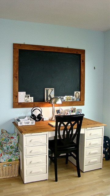 Love the black board for jotting ideas