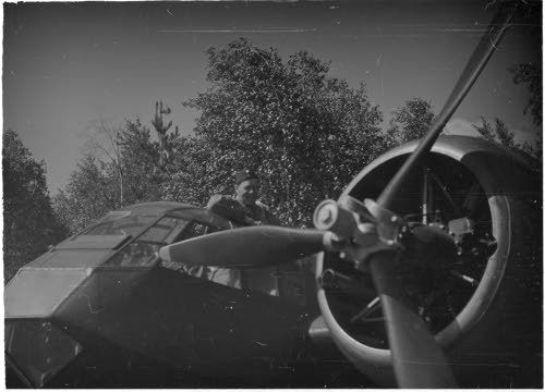 Blenheim-pommittaja lähdössä pommitusretkelle Mikkelin lentokentältä. (1941-06-28 SA-kuva)