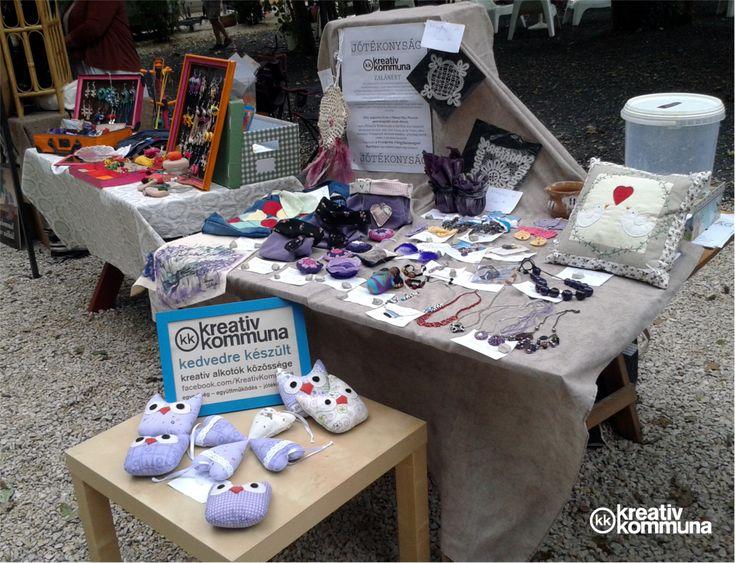 A Kreatív Kommuna újabb jótékonysági kampányában egy régi ismerősünk unokaöccsének gyógykezelését segítettük. Rengetegen csatlakoztak hozzánk, így negyvennél is több lila alkotás gyűlt össze.  ...