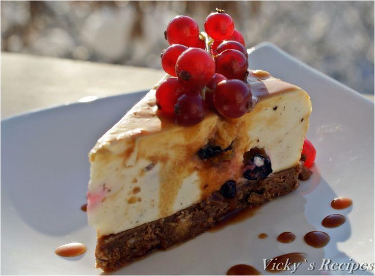 Cheesecake cu mascarpone, fructe de pădure și caramel