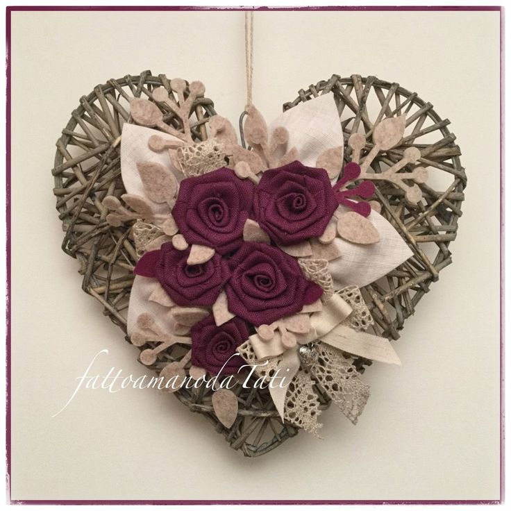 Cuore di vimini tinta naturale con rose di lino color ciclamino , by fattoamanodaTati