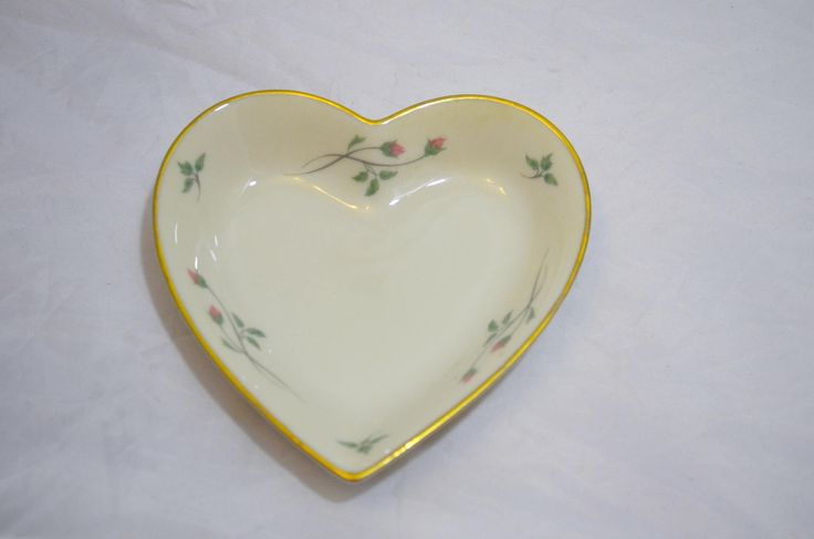 Lenox China Rose Manor Heart Dish Trimmed In 24k Gold Lenox China China Rose Jewelry Dish