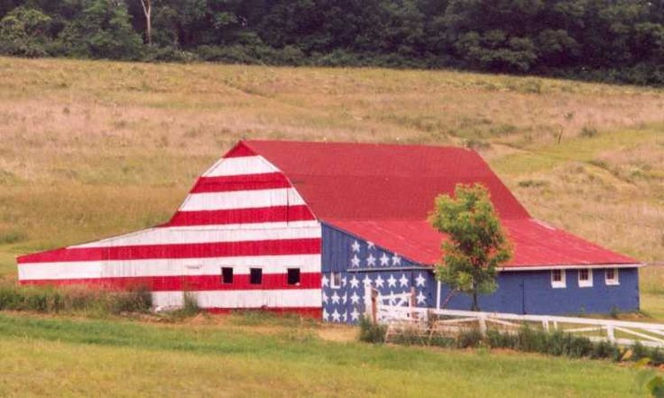 patriotic barn: Barns Art, Blessed America, Patriots Barns, American Flags, Red White Blue, 4Th Of July, Roads Trips, Quilts Barns, Old Barns