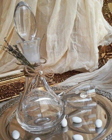 Καραφα γαμου και ποτήρι  απο κρύσταλλο  βοημιας !υπέροχα  δεμένο με γαλλική  λεβάντα  για έναν  υπέροχο  γάμο: