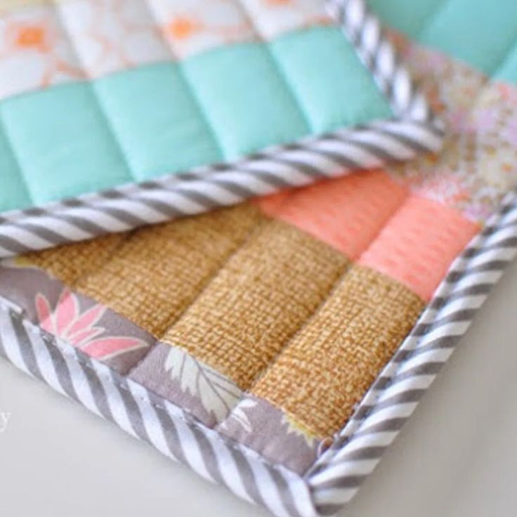 Quilted Potholders From Scraps {Quilt Binding Tutorial