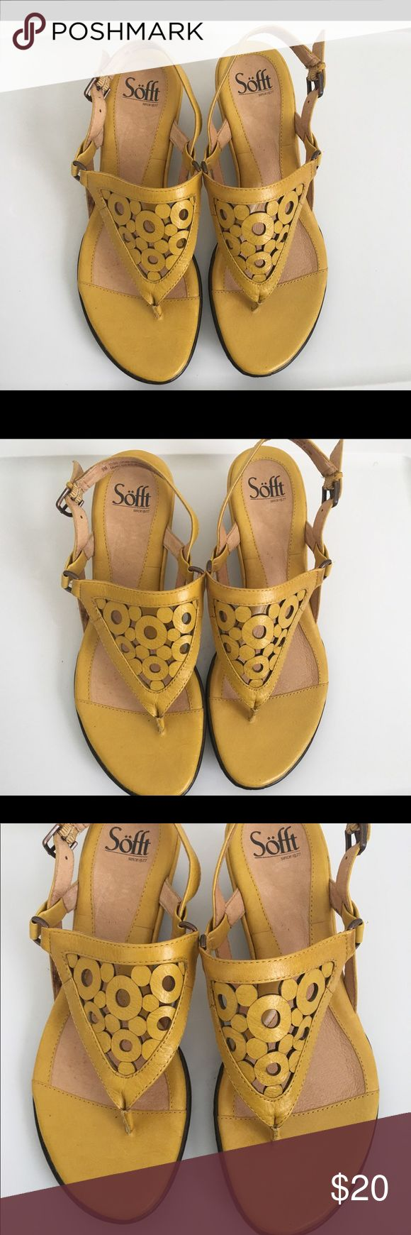 Sofft  Yellow Strap Slide Thong Sandals Women 9M Sofft  Yellow Leather Strappy Slide Thong Sandals Shoes Women 9M Sofft Shoes Sandals