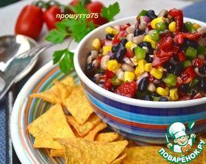 Ковбойская икра - салат из консервированной фасоли и кукурузы с луком и помидорами