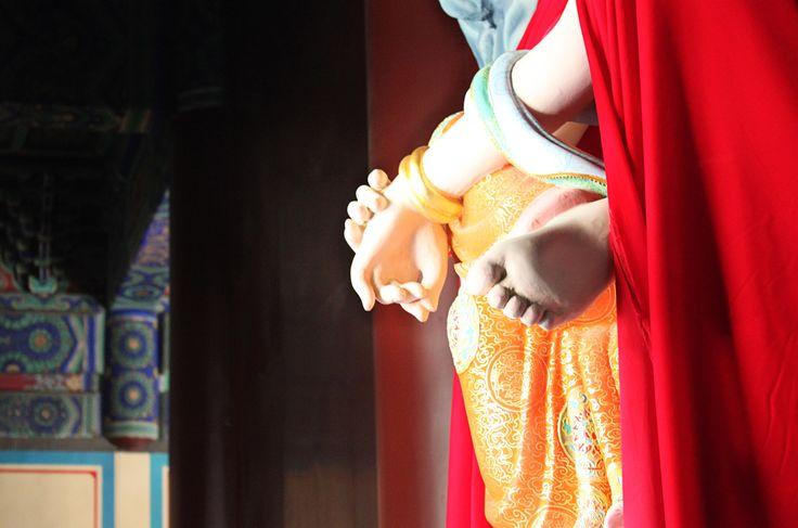 Статуя Гуаньинь в храме Спящего Будды