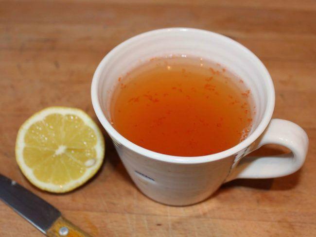 Το δοκιμασα πριν σας το παρουσιασω!Δεν εχει ωραια γευση να ξηγιομαστε!Αλλα κανει δουλεια!απιστευτη δουλεια! Υλικα 1 κουταλιά της σούπας χυμό μήλου 1/2 κουταλιά της σούπας καυτερή πιπεριά Χυμό λεμονιού και το ξύσμα λεμονιού (1 λεμόνι) Εκτέλεση  Ξεφλουδίστε το λεμόνι , και