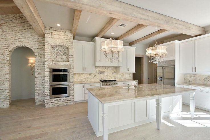 Mischt Weiss Und Beige Interessanter Heller Boden Beige Boden In 2020 Beach House Kitchens Light Flooring Living Room Dining Room Combo